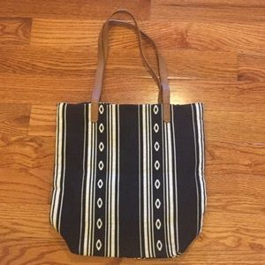 Old Navy | Black and white bucket tote